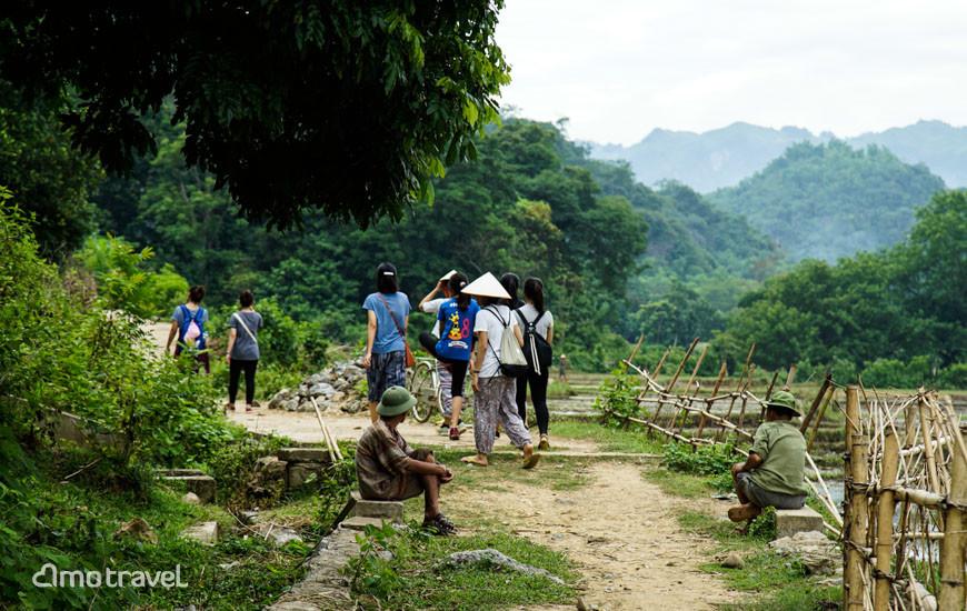 Il team Amo Travel in Fam Trip a Mai Hich, Mai Chau Vietnam