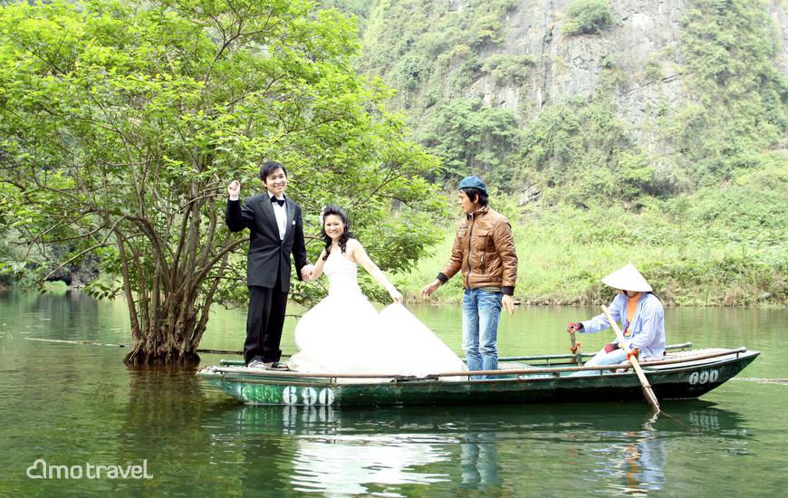 Giro sulla barca a remi a Trang An Ninh Binh